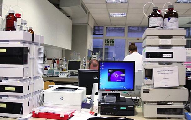 Liquid chromatography instruments